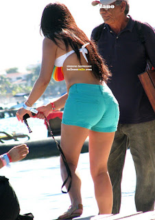 bonita chica nalgona shorts