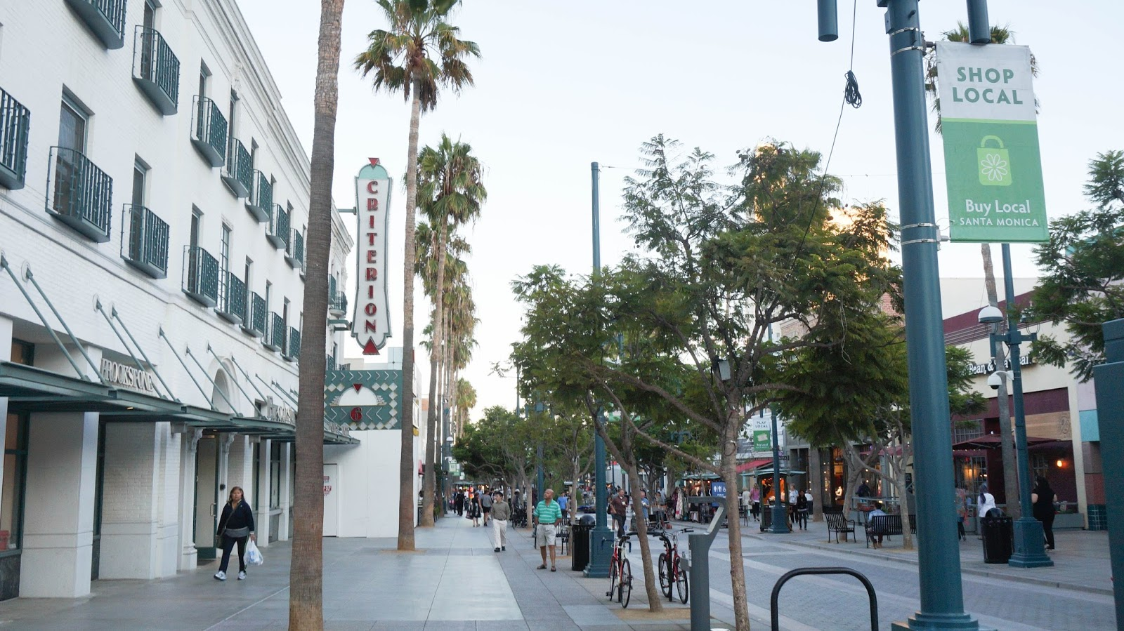 Banana Republic 3rd Street Promenade will be hosting an After 5 Event this Thursday, May 19 from 5pm to 9pm. Join us for food, music, mingling, and 25% off purchases of $ or more.