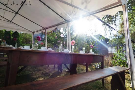 Gartenparty Herbst gedeckter Tisch
