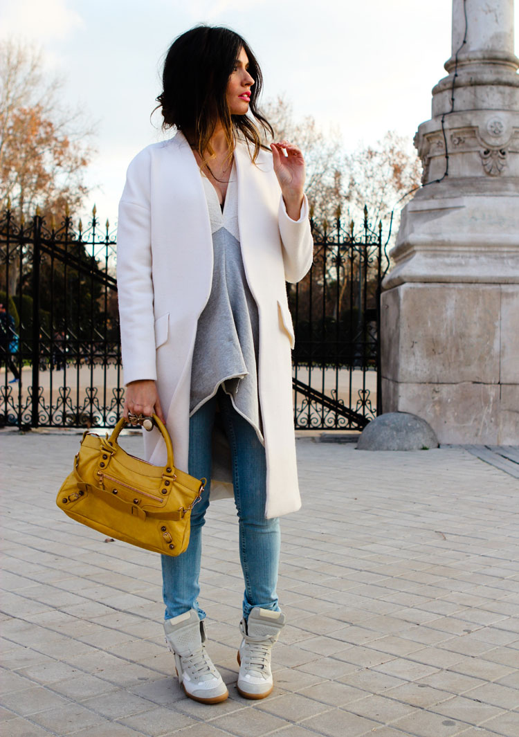 23 Outfit Ideas that Prove You Need a White Shirt - Beige