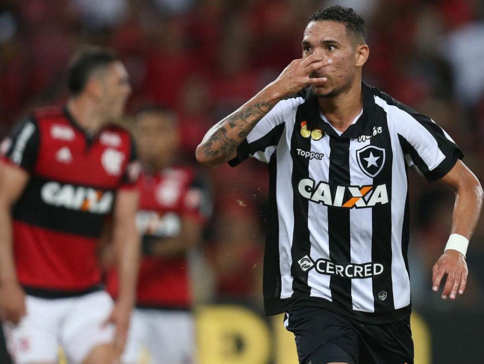 Luis Fernando ironiza Flamengo após marcar gol da vitória
