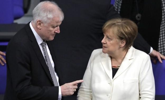 Κυβερνητική κρίση στη Γερμανία: Τελεσίγραφο Ζεεχόφερ σε Μέρκελ