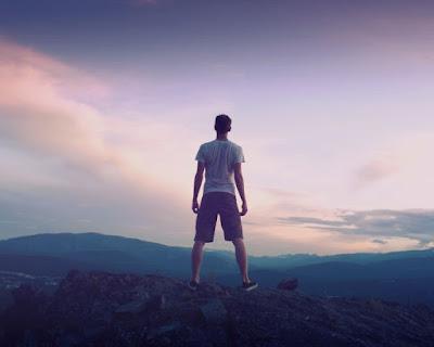 Berdiri tegap bukti kepercayaan diri