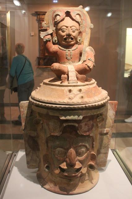 Recinto funerario maya