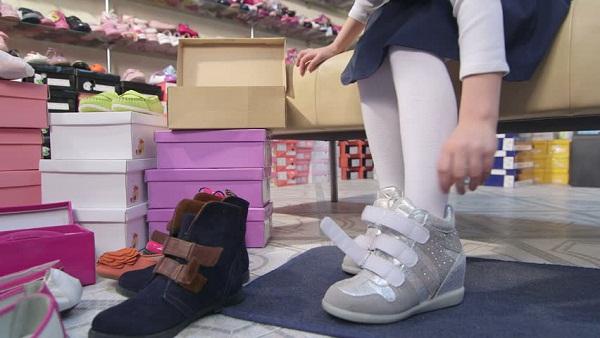 Sepatu anak perempuan branded