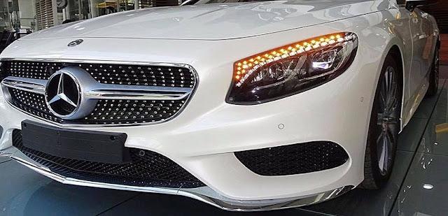 Phần đầu xe Mercedes S450 4MATIC Coupe 2019 sử dụng cụm Lưới tản nhiệt 1 nan mạ Chrome sắc nét với họa tiết Kim cương xung quanh