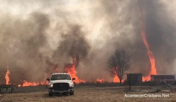 Tornado de fuego en incendio