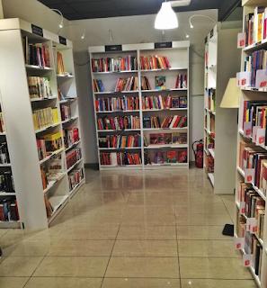 Re-read librería lowcost madrid estanterías libros