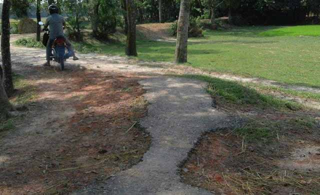 People jagatapura Kochua the road worn.