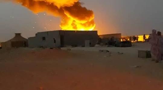 Un gran incendio arrasa casas en los campamentos saharauis y deja daños materiales y humanos.