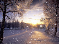Güneş batarken kar yağışı manzarası