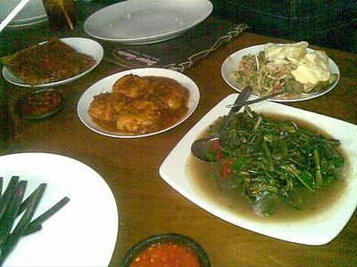27 Tempat Makan Wisata Kuliner di Bogor Utara Barat Tengah Puncak Saung Suasana Desa Yang Enak Murah Meriah Bagus Lesehan Untuk Keluarga 2017 Dekat Stasiun