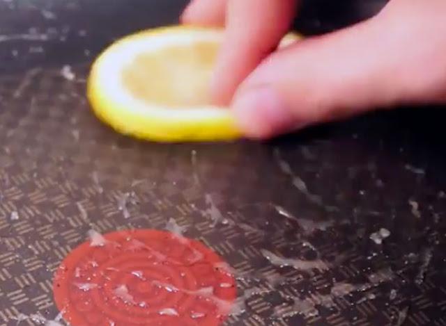 Λεμόνι  Αφαιρέστε το λίπος από το τηγάνι