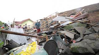 Video Detik Detik Angin Puting Beliung Terjang Kota Salatiga, Akibat Bencana ini Sebanyak 215 Rumah Warga di Salatiga Rusak - Commando
