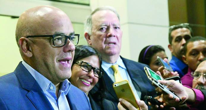 Gobierno y oposición de Venezuela acuerdan continuar negociaciones