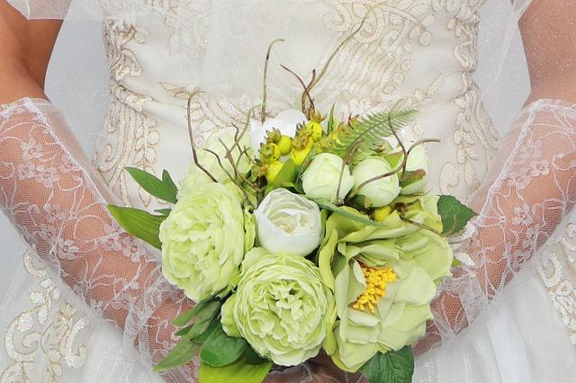 chon hoa cuoi phu hop