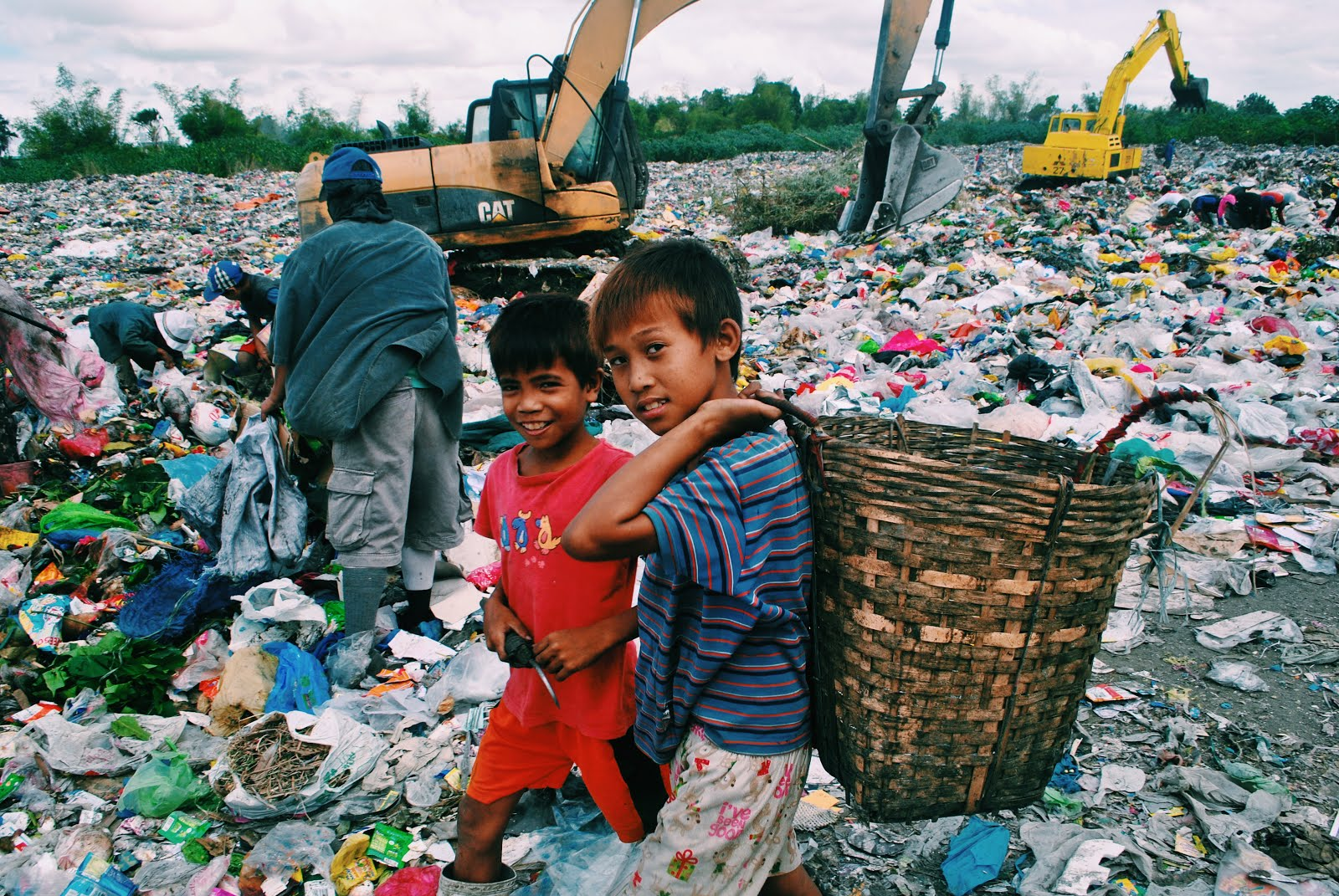 Calajunan Colors  Calajunan Dumpsite, Mandurriao, Advocacy, Poverty, Landfill, Iloilo, Basic Mases Integration, Urban poor, Scrap, Backhoe, Youth, Squatters, Shanty,