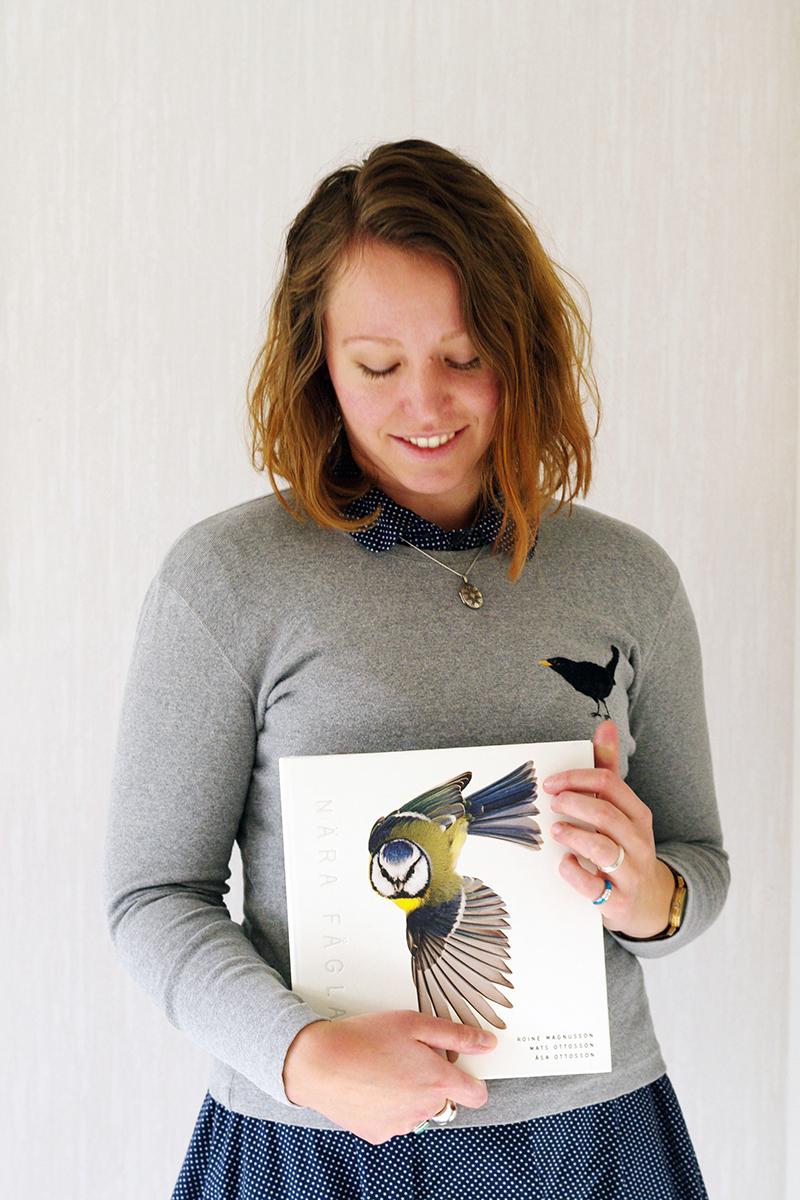 hur jag och min broderade koltrasttröja hamnade i boken Nära fåglar