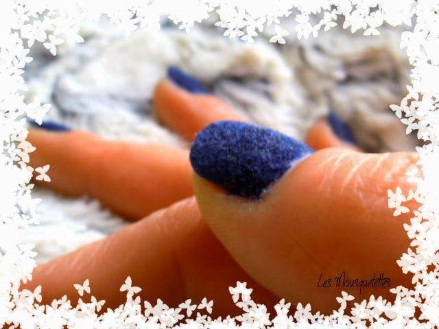 Vernis manucure effet velours Nail Rock - Blog beauté Les Mousquetettes©