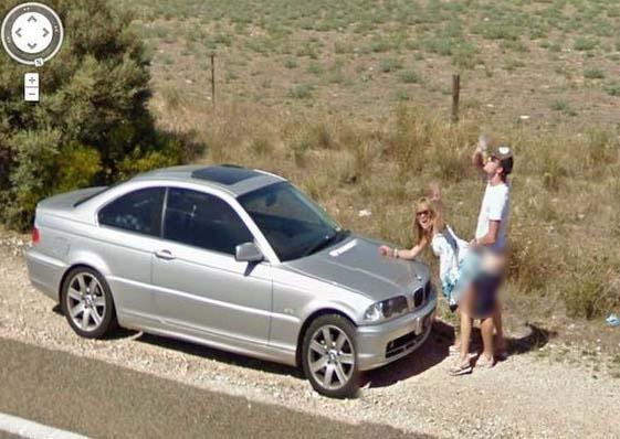 Pasangan Ini Tidak Sedar Aksi Meraka Sedang Dirakam Oleh Google Street View