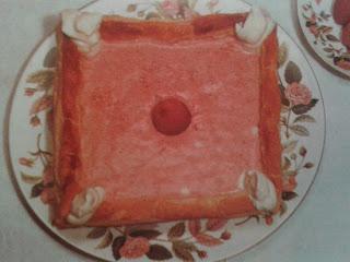 Cuadrado de nata y fresas