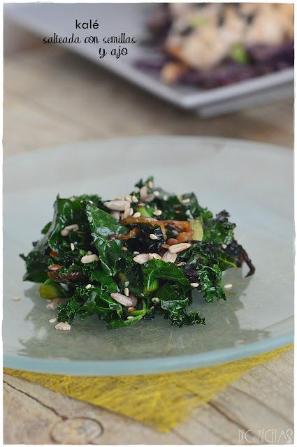 Kale salteada con semillas