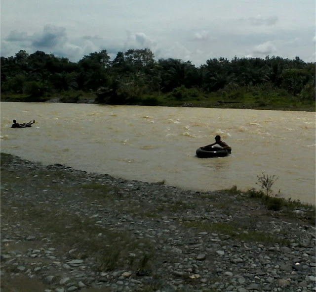 Arus deras sungai Bahorok, 4 km lagi dari tempat wisata ecotourism orang utan Bukit Lawang