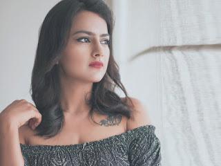 Shraddha srinadh cute hot sexy images