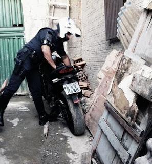 ROMO da GCM de Santo André em apoio a PM recupera moto roubada e apreende moto usada durante roubo.