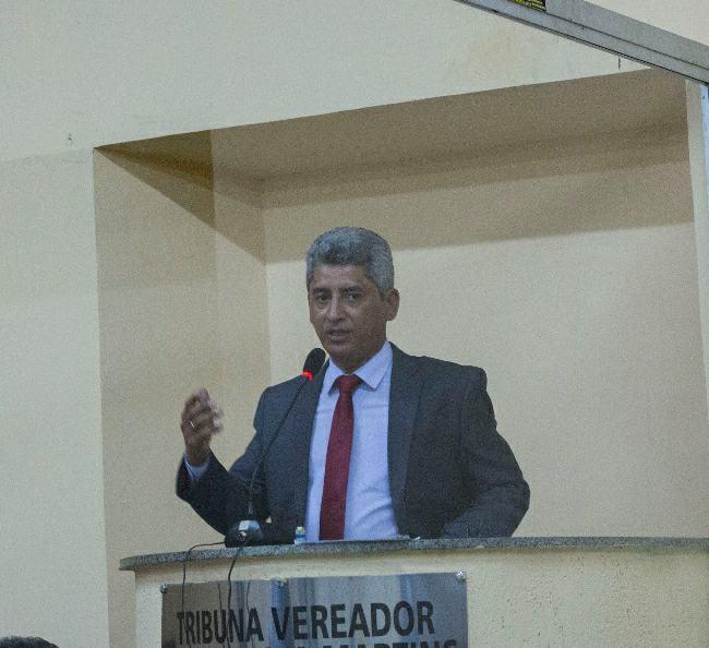 GRANDE EMBATE NA CÂMARA, E LÍDER DO GOVERNO DERRUBA OPOSIÇÃO.