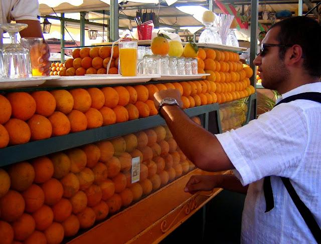 Sok ze świeżych pomarańczy. Jemaa El Fna Marrakesz