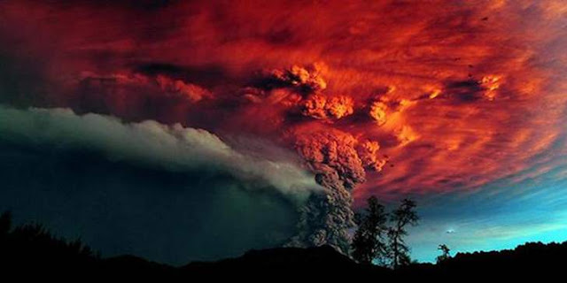 ilustrasi gambar letusan gunung krakatau terdahsyat