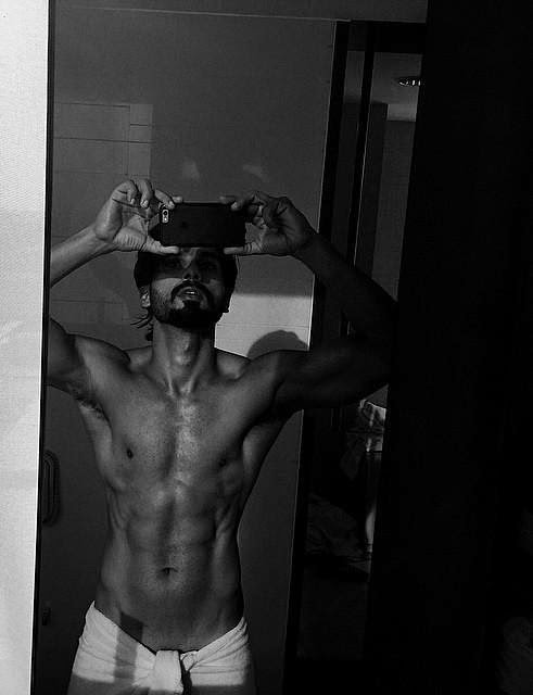 Shahid Kapoor goes topless