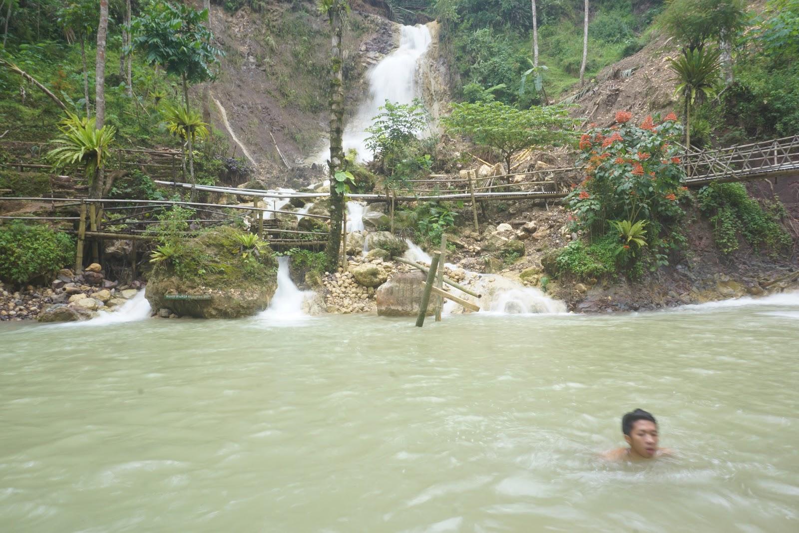 Air terjun Kembang Soka