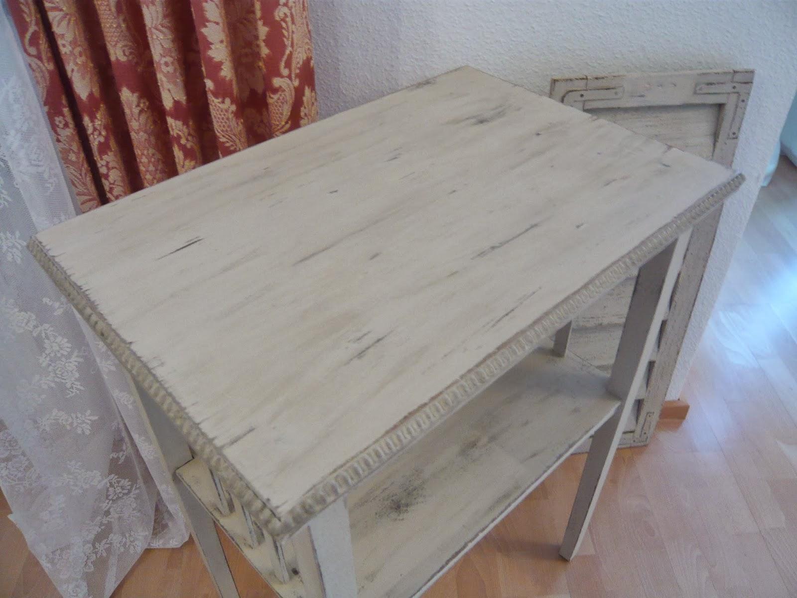 kuchenmobel streichen mit kreidefarbe : Fundst?cke mit Stil: Beistelltisch vorher / nachher Kreidefarbe