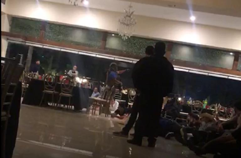 """Videos: '¿Quién trae armas?' """"¿Qué haces acá?, ¿qué haces acá?, órale, órale cabrón, órale"""". grita un Marino a asistentes a la fiesta en la Limita de Itaje Sinaloa"""