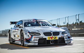 Wallpaper: BMW M3 DTM & BMW Z4 GT3