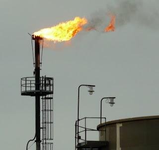 pembakaran gas buang di gas flare
