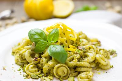 Pasta mit Pistazien, Zitrone und Pesto