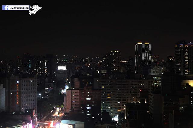 IMG 4704 - 熱血採訪│凱度高空咖啡館,隱藏在高樓大廈裡的夜景咖啡,百元有找,談生意、約會好地方
