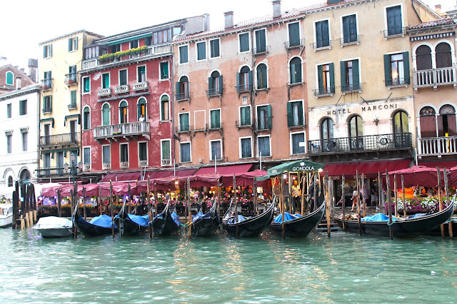 how to get around venice italy