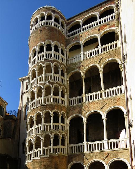 External spiral staircase by Giorgio Spavento, Palazzo Contarini del Bovolo, Calle Contarini del Bovolo, San Marco, Venezia