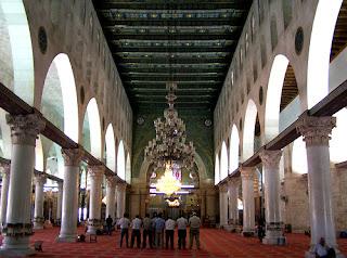 interior Masjid Al-Aqsho paket umroh
