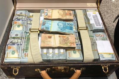 Receita e Polícia Federal apreendem dólares com delegação da Guiné Equatorial