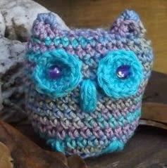 http://translate.google.es/translate?hl=es&sl=en&tl=es&u=http%3A%2F%2Fhookandneedledesigns.com%2Fblog%2F2015%2F01%2F09%2Flisas-crochet-little-owl-crochet-pattern%2F