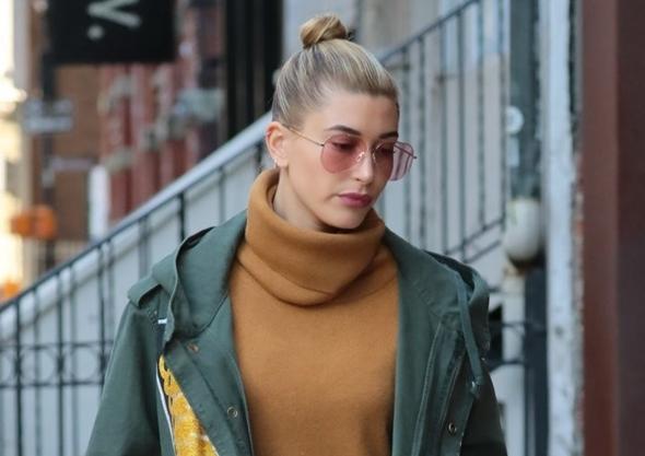 2017-01-29 ニューヨークにて、モデル仲間でもあり、親友のジジ・ハディッド(Gigi Hadid)宅へ向かうヘイリー・ボールドウィン(Hailey Baldwin)。