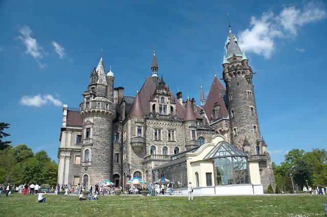 Pałac w Mosznej co zobaczyć w okolicy Opola