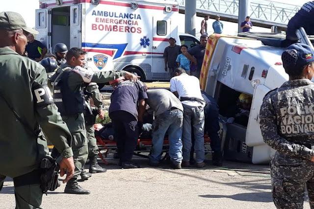 Camión blindado de transporte de valores se volcó y dejó un muerto