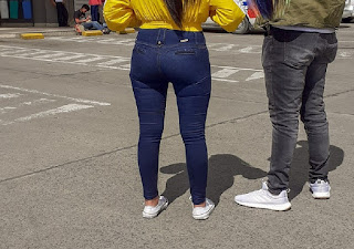 Bonita chava buen trasero pantalon liso