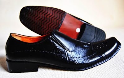 Cara Merawat Sepatu Kulit Agar tidak Berjamur dan Awet